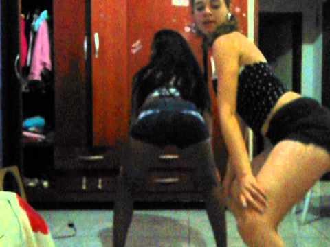 Baixar Gabiih e Eu Dançandoo u.u #Mc Dede Bate com o bumbum na agua :)