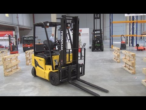 Hyundai 16 B-9 Forklift (2016) Exterior and Interior in 3D