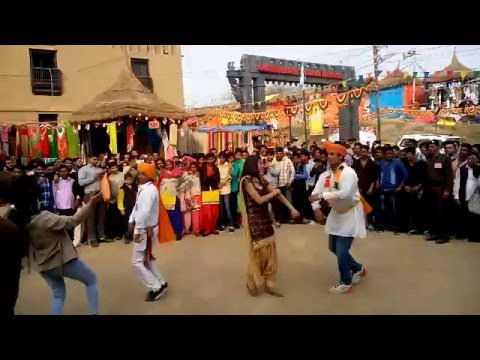 Girls Dance on Nagada at Surajkund Mela 2016 - Day 10