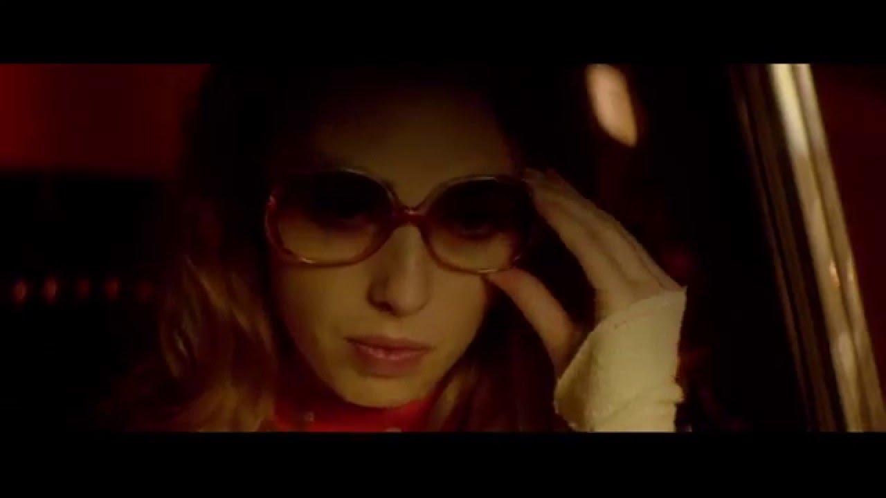Дамата с очила и оръжие в колата (2015) Трейлър