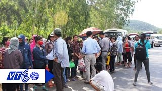 Nhà trọ ế ẩm, dân chặn xe đưa đón công nhân | VTC