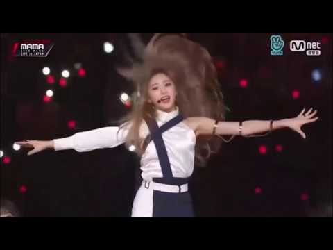 IZ*ONE LEE 'FEATHER' CHAEYEON BREAKING THE STAGE WHILE DANCING