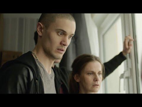 【穷电影】男子一觉醒来,发现停水停电房门被锁,直到他望向窗外脸色大变