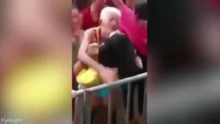 BEZ STARCA NEMA UDARCA: Nećete vjerovati šta je ovaj čiča uradio polugoloj djevojci na rave partiju (VIDEO)