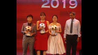 Nữ cầu thủ Huỳnh Như xúc động nhận bóng vàng 2019