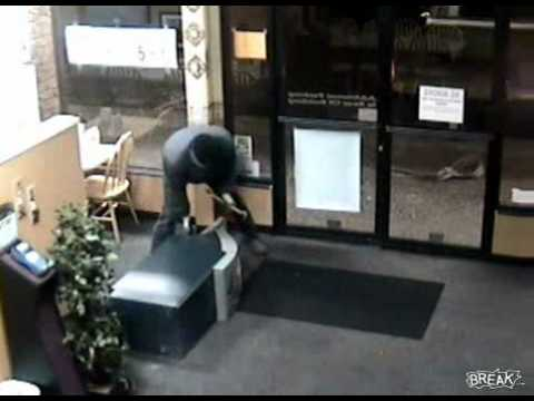 Worst Thieves Ever Try To Steal ATM Machine