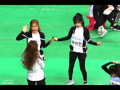 Red Velvet dancing LIKEY with Twice Nayeon at ISAC 2018 [full song]