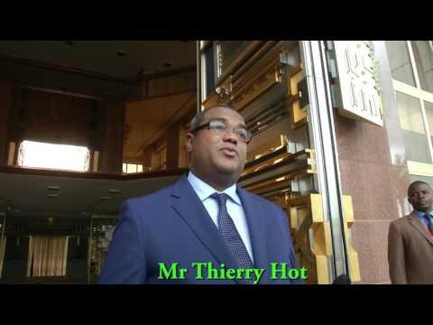 Audience accordée par S.E. Paul BIYA à M. Thierry HOT, Envoyé Spécial de S.E. Christian KABORE