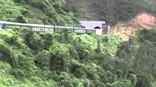 Phượt Huế: Phong cảnh đèo Hải Vân,góc nhìn từ cửa sổ xe lửa.