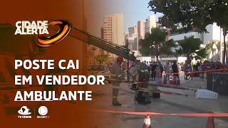 POSTE CAI EM VENDEDOR AMBULANTE: Vítima passava pelo local quando foi atingida