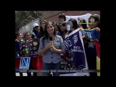 Fans Super Junior fans en Perú les arrojan agua