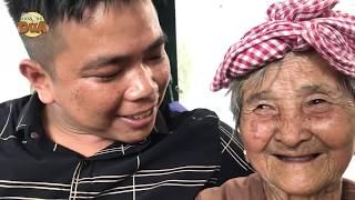 Tâm xe ôm lên thăm bà ngoại bán vé số là cho tiền, muốn khóc trước tình cảm hai bà cháu!!!!