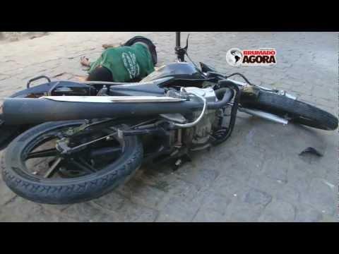 Após fugir da PM homem cai de moto e morre