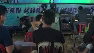 Hứa Huy Thiên bật lại khán giả khi bị nói là hát nhép ở hội chợ