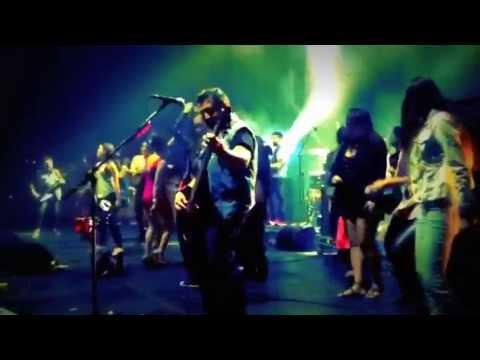 Chavas bailando - Baila rica nena - Molotov