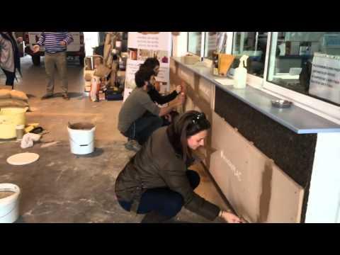 Arquitecta inma cuenta probando morteros de barro