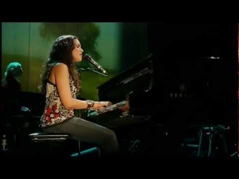 Norah Jones - She (Live)