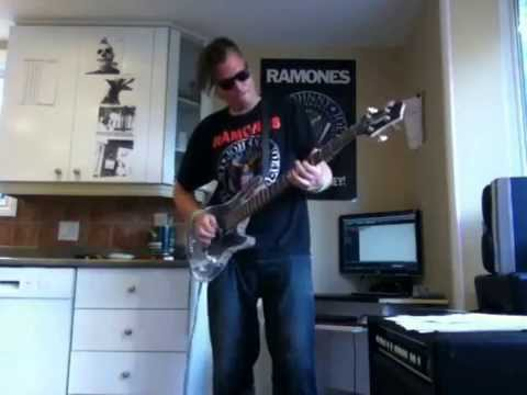 Baixar The Ramones - Listen to my heart bass cover