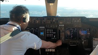 cockpit  view.  BOEING 747-400 LANDING  HOUSTON AIRPORT.