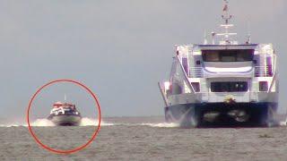Cuộc đua không cân sức với tàu siêu cao tốc/speedboat race