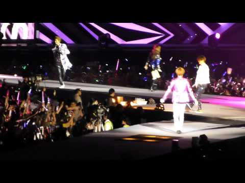 [120922 SMTown in Jakarta] EXO ft. TTS - DJ got us falling in love again (EXO Luhan focus)