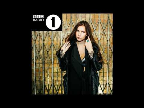 Skott - Glitter & Gloss (BBC Radio 1 Session)