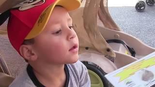 Disney's Animal Kingdom Adventure (FUNnel Vision Park Hopper Family Vacation Fun!) 2015