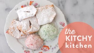 Battle of the Vintage Dishes: Holiday Cookies // Living Deliciously