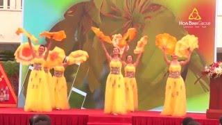 Tiết mục múa Mai Vàng Sắc Xuân trong chương trình Chào Xuân 2016 của Tổng công ty Habeco