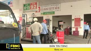 FBNC - 15 giờ hôm nay, xăng giảm giá gần 1.200 đồng/lít
