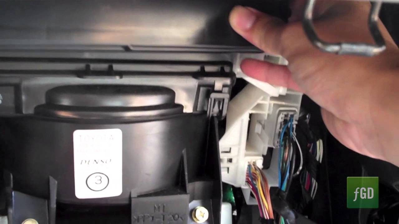 how to replace a cabin air filter on 2004 toyota corolla. Black Bedroom Furniture Sets. Home Design Ideas