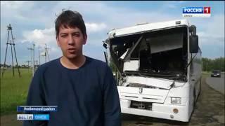 В Омской области пассажирский автобус столкнулся с двумя грузовиками