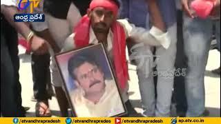 Pawan fan climbs Indrakeeladri on knees; wants Pawan as CM..