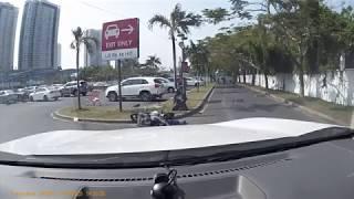 Tại nạn giao thông trong bãi xe siêu thị Lotte Mart Q7. Bay như siêu nhân! Chắc anh xe máy có võ :)