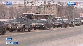 Омск сегодня утром встал в километровых пробках