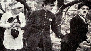 In The Park (1915) - Charlie Chaplin