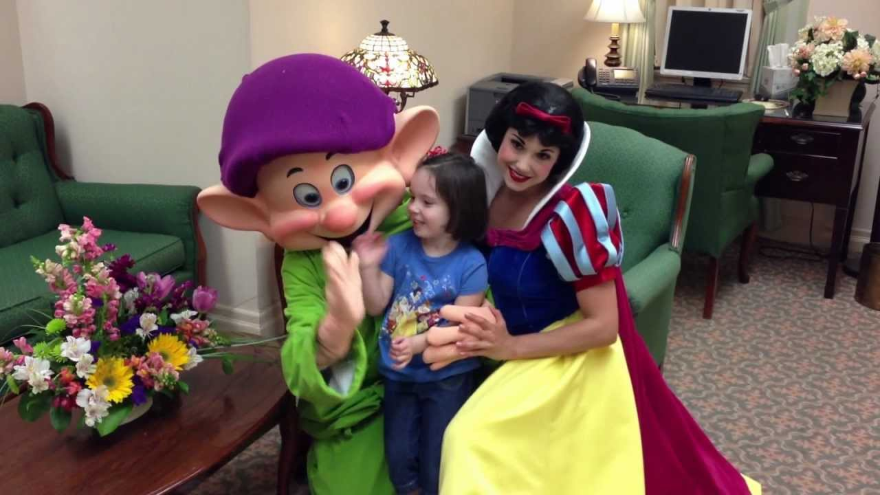 Meeting Dopey And Snow White Youtube
