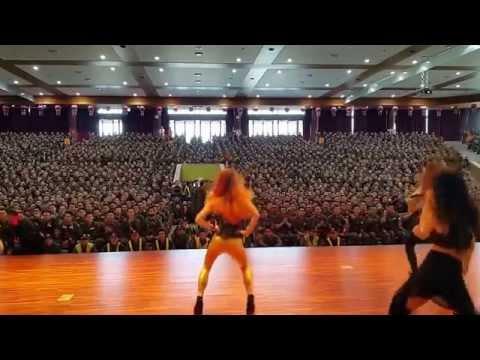 군인이 걸그룹(이라기보단 걸그룹 춤 추는 공연) 볼 때 실제 반응