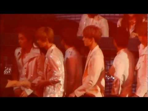 [FANCAM] 121229 가요대전- EXO during Miss A Touch