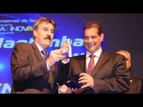Imagem post: Armando Vergílio recebe mais alta condecoração do Sincor-PR
