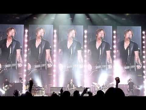 Keith Urban - Air Canada Centre - Toronto - Instrumental Intro + Long Hot Summer - January 24, 2014