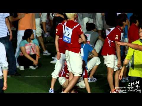 100914 Taemin sitting on Key's shoulder @ Idol Sport Competition HD