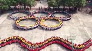 20170419015 School Kids Run On Playground, Then Make Hypnotic Display
