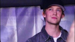 Joe Alwyn Reacts to Taylor Swift singing Gorgeous at the Reputation Stadium Tour