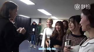 [VietSub] Yoona is backstage to greet 7SENSES members SNH48 after Asia Artist Awards 2017