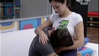 Fran e Max - Noite de 3-4-2009 - Fran acorda Max e Max beija o buchinho da Fran