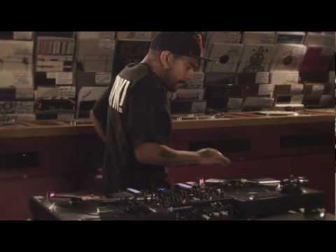 TRAKTOR KONTROL Z2: Turntablism with DJ Craze