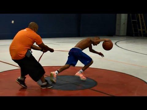 Тренингот на 12-годишниот Џулијан Њуман, кој сонува да стане професионален NBA кошаркар