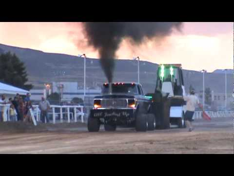 Ford truck pull - YouTube