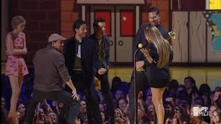 Channing Tatum Performs Sexy Dance for J.Lo at MTV Movie Awards